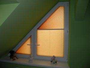 na-oknax-skladki-ili-intereru-okna-oknam-plisse